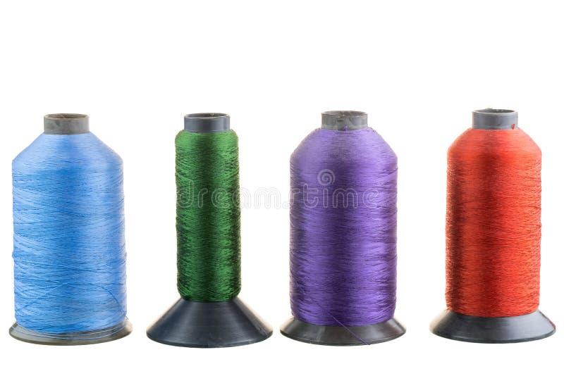 Vier spoelen van zijdedraad op een rij royalty-vrije stock afbeelding