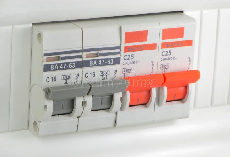 Vier stukken automatische stroomonderbrekers stock afbeelding