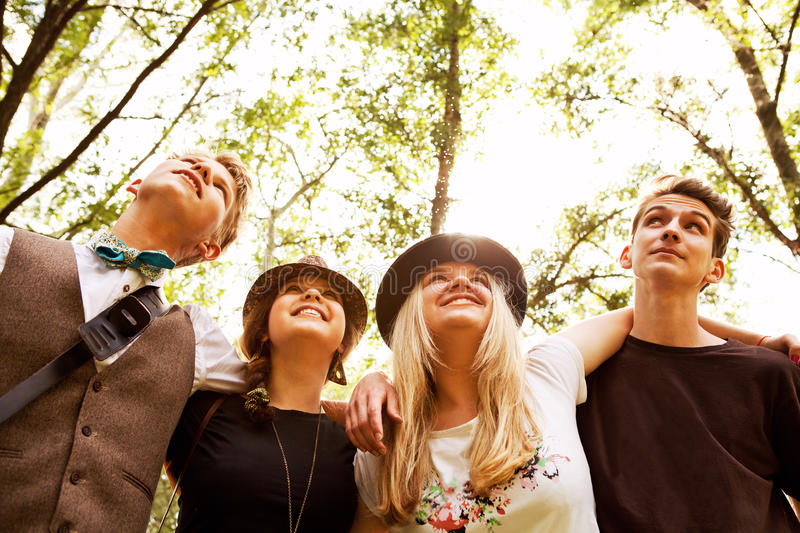 Vier tienervrienden stock foto