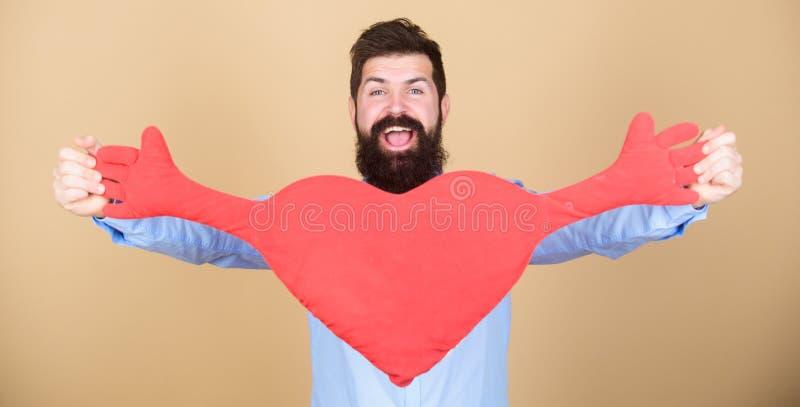 Vier Valentijnskaartendag Kerel met baard en snor in liefde romantische stemming Het voelen van liefde Het dateren en relatiescon stock afbeeldingen