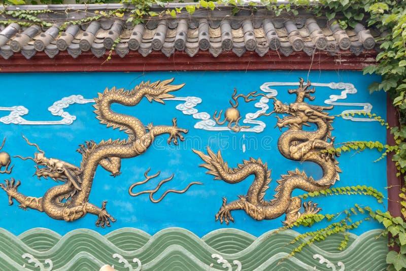 Vier-verguldt draakmuur royalty-vrije stock afbeeldingen
