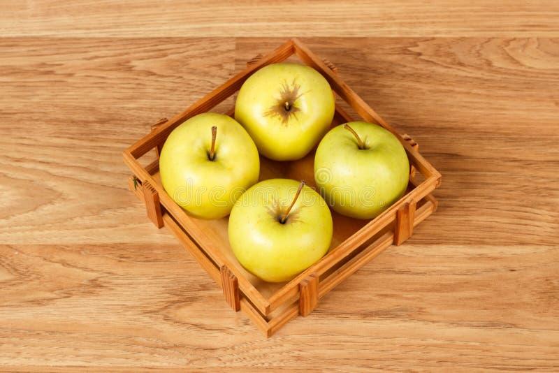 Vier verse groene appelen royalty-vrije stock afbeeldingen