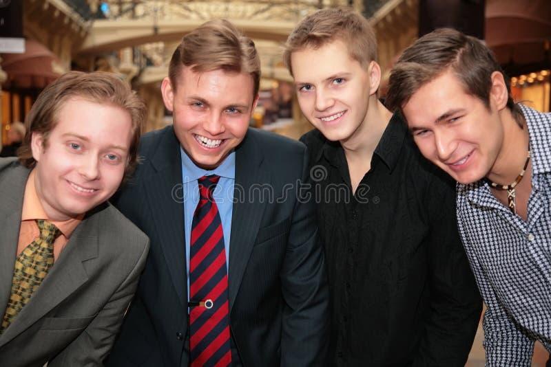 Vier vrienden binnen royalty-vrije stock foto