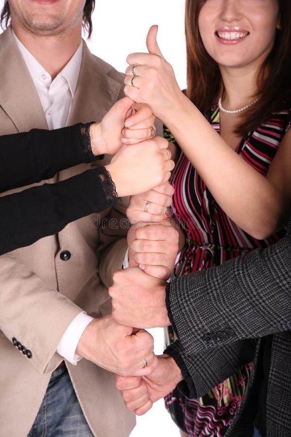 Vier vrienden geeft gebaar stock fotografie