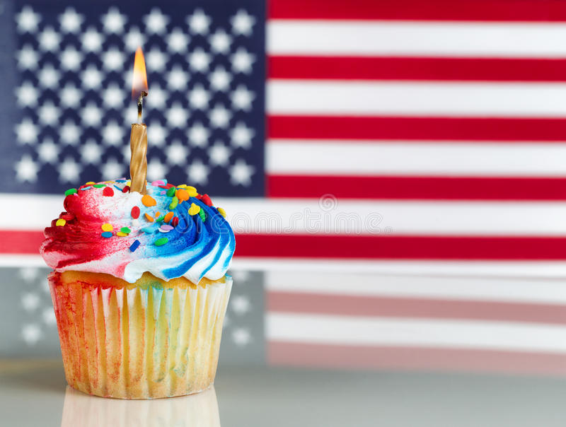 Vierde van Juli Cupcake met Lichte Kaars stock afbeelding