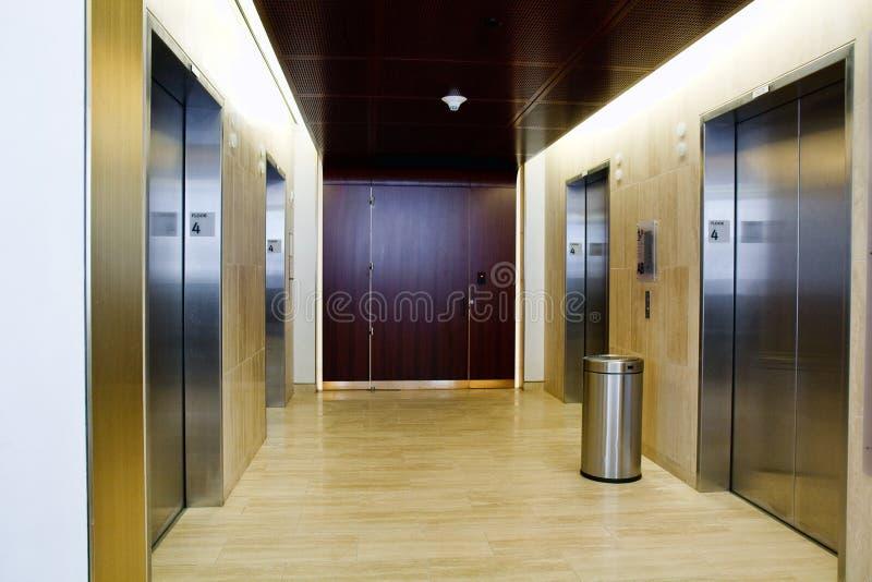 Vierde verdieping liften stock fotografie