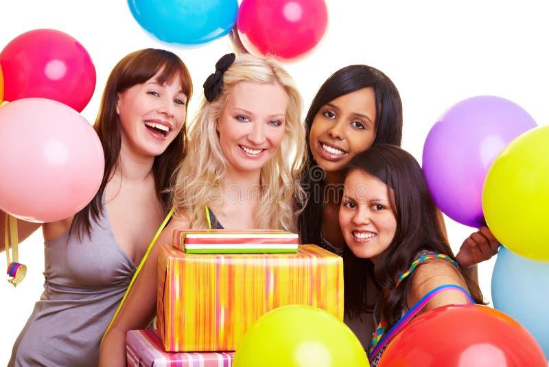 Vierende jonge vrouwen stock afbeelding