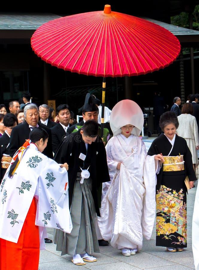 Viering van een huwelijk met Traditionele kostuums in Japan stock foto