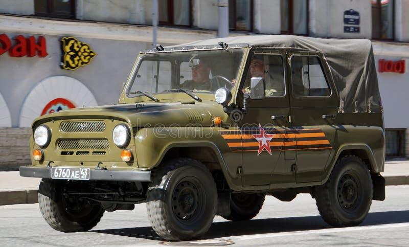 Viering van Victory Day: UAZ, off-road militair licht nutsvoertuig stock afbeelding