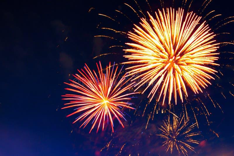 Vierings multicolored vuurwerk, exemplaarruimte 4 van 4 Juli, van Juli, het mooie vuurwerk van de Onafhankelijkheidsdag stock fotografie