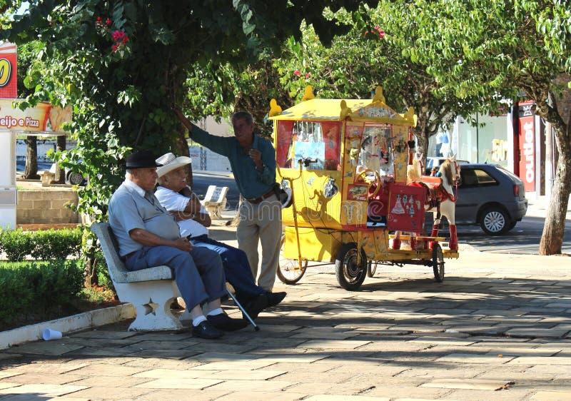 Vierkant bij weinig stad in Brazilië, Monte siao-MG royalty-vrije stock afbeeldingen