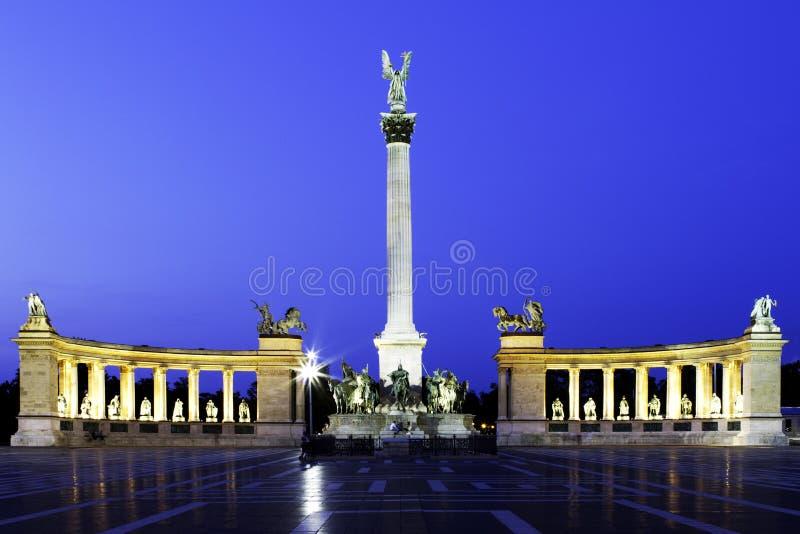 Vierkant Boedapest van helden stock afbeelding