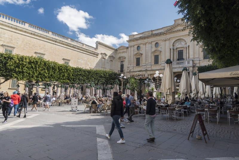 Vierkant buiten de Nationale Bibliotheek van het Mout van de Straatvalletta van de Republiek van Malta stock afbeeldingen