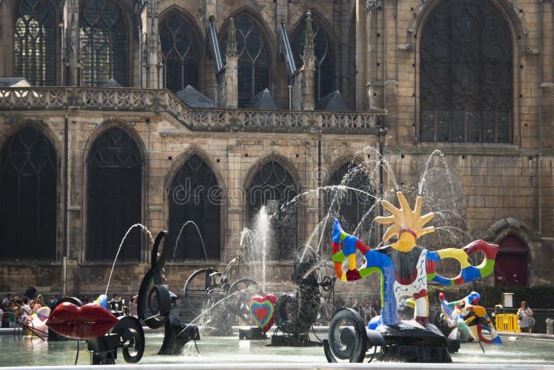 Vierkant dichtbij Centre Pompidou in Parijs royalty-vrije stock afbeelding