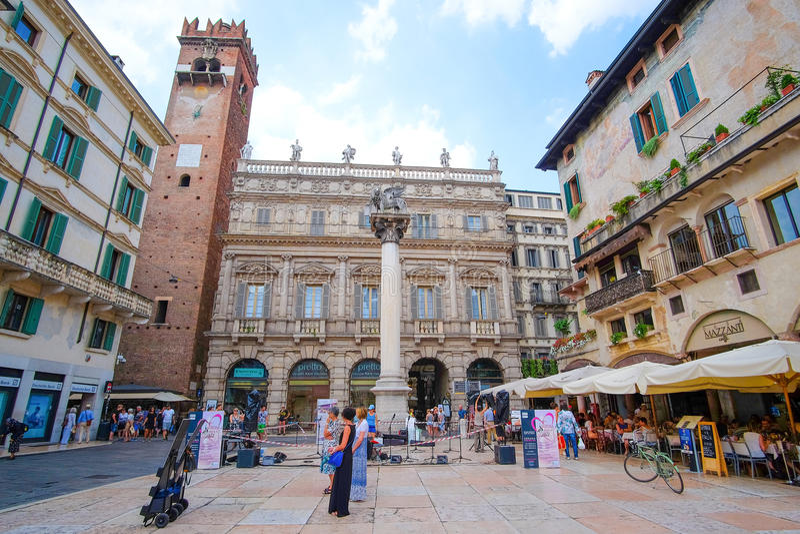 Vierkant in een centraal deel van Verona stock afbeeldingen
