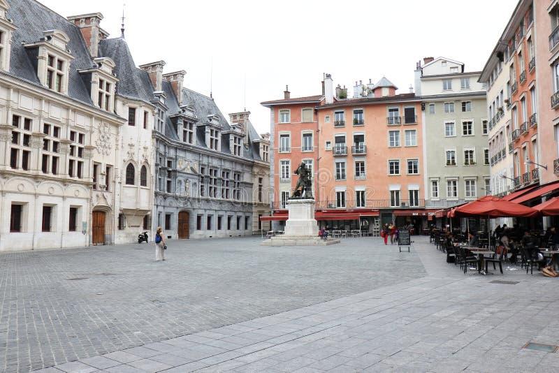 Vierkant heilige-Andrew en bronsstandbeeld van Chevalier Bayard, Grenoble, Frankrijk stock afbeelding