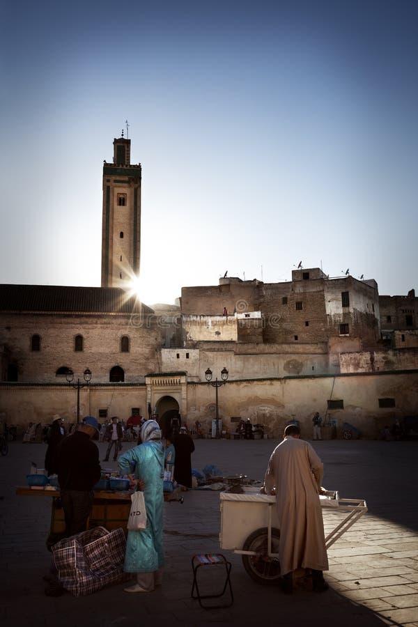 Vierkant in medina van Fez, Marocco stock afbeelding