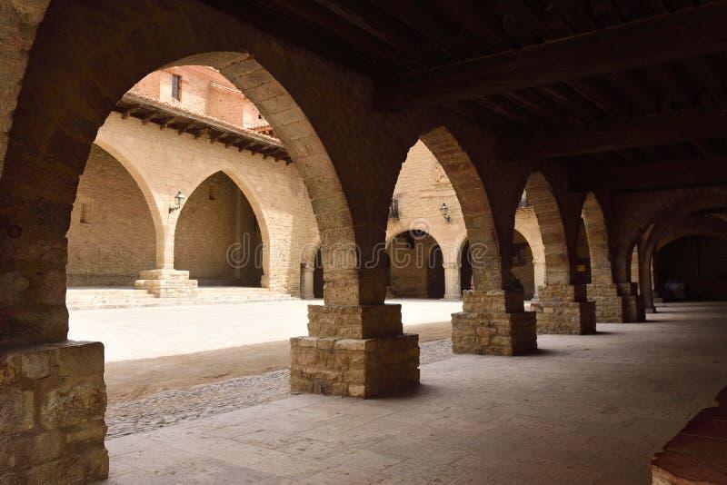 Vierkant van Gr Cristo Rey Cantavieja, Castellon-provincie, Spanje royalty-vrije stock foto's