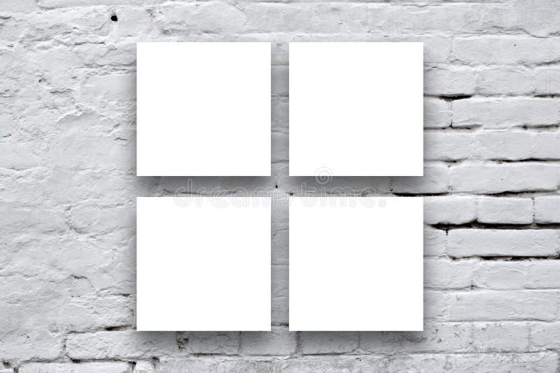 Vierkante Affiches die op de kunstgaleriemuur hangen royalty-vrije stock afbeeldingen