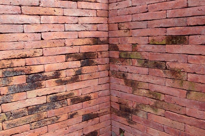 Vierkante bakstenen muur royalty-vrije stock afbeeldingen