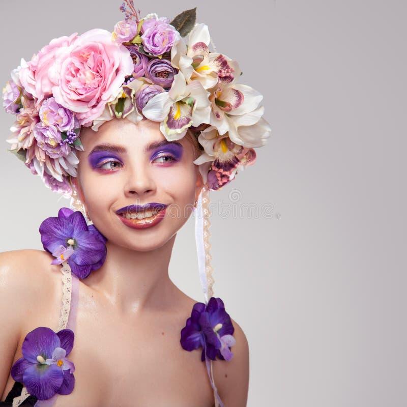 Vierkante foto van Gelukkig jong meisje met kroon op hoofd royalty-vrije stock afbeelding