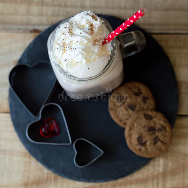 Vierkante foto van hete chocoladedrank met slagroom royalty-vrije stock foto's