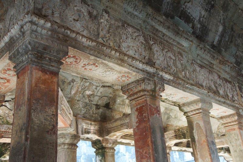 Vierkante kolommen van de binnengalerijen stock foto's