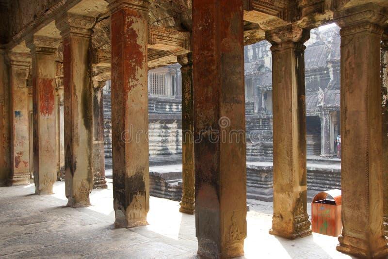 Vierkante kolommen van de binnengalerijen royalty-vrije stock afbeelding
