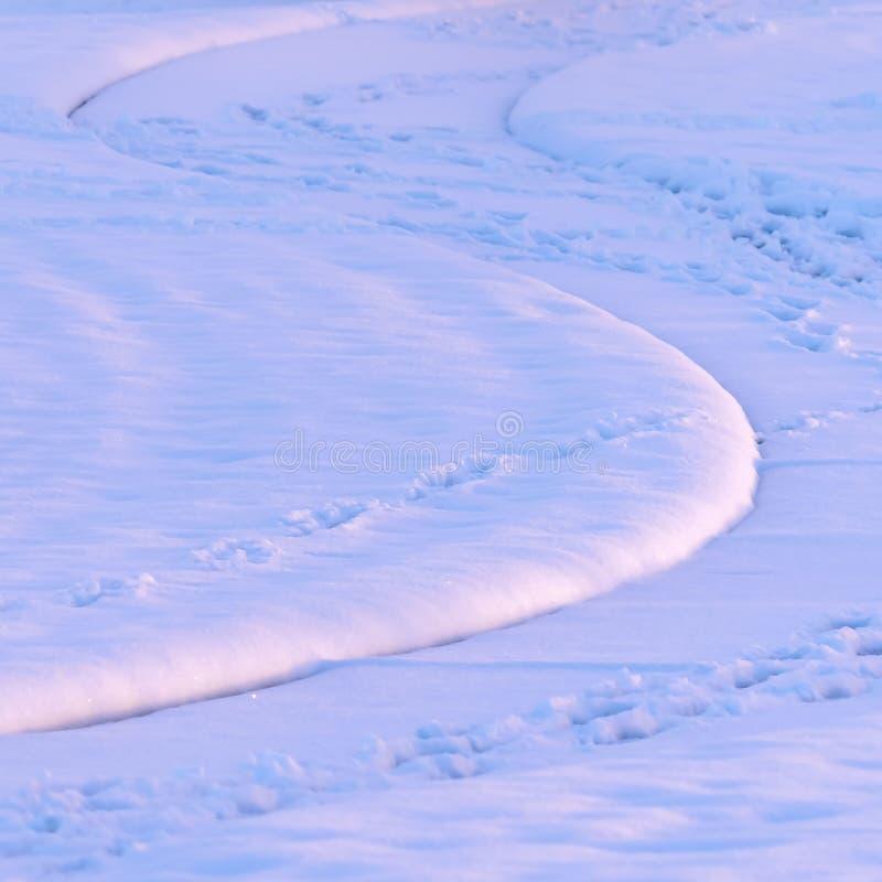 Vierkante Voetafdrukken die op een sneeuw behandelde weg in Eagle Mountain Utah worden gestempeld royalty-vrije stock afbeeldingen