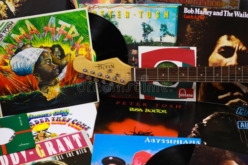 VIERSEN, ALLEMAGNE - 10 MARS 2019 : Vue sur la collection de disques vinyle de reggae images libres de droits