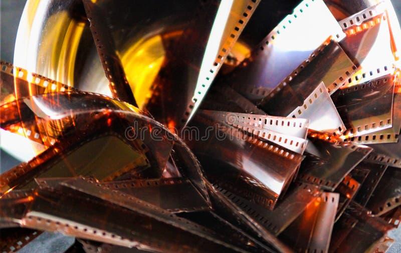 VIERSEN, DUITSLAND - SEPTEMBER 30 2018: Sluit omhoog van verlichte glanzende retro uitstekende filmstroken royalty-vrije stock afbeeldingen