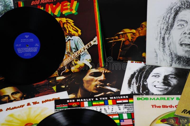VIERSEN, GERMANIA - 1° MAGGIO 2019: Vista sulla raccolta dell'annotazione di vinile di Bob Marley immagini stock
