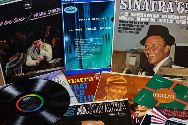 VIERSEN NIEMCY, MARZEC, - 11 2019: Widok na Frank Sinatra winylowego rejestru kolekcji zdjęcia royalty free