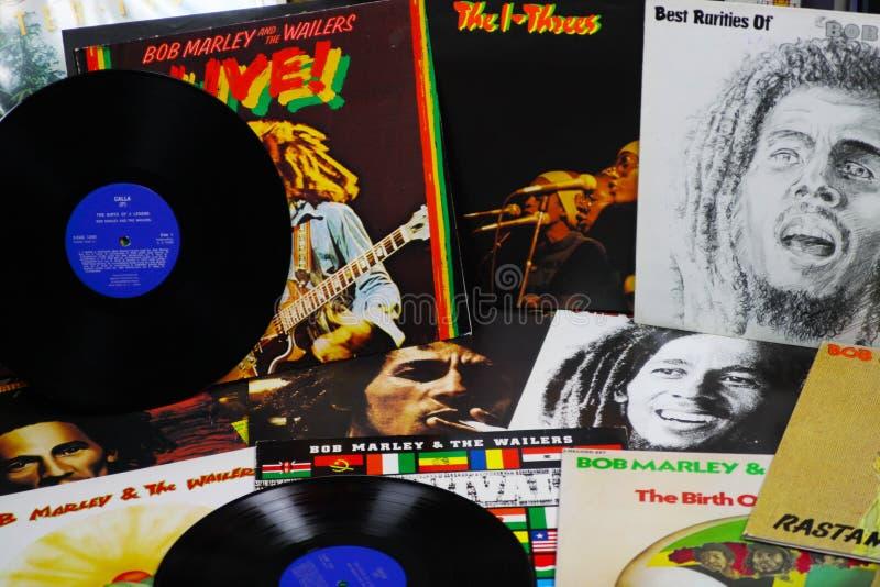 VIERSEN TYSKLAND - MAJ 1 2019: Sikt på samling för Bob Marley vinylrekord royaltyfri foto