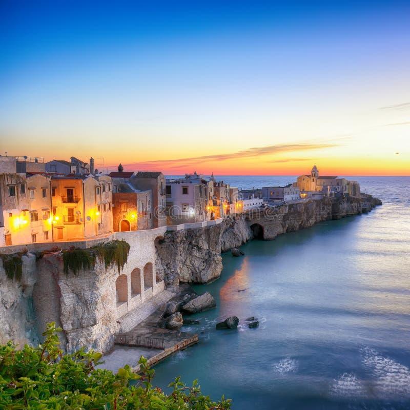 Vieste - красивый прибрежный город в Апулии стоковое фото rf