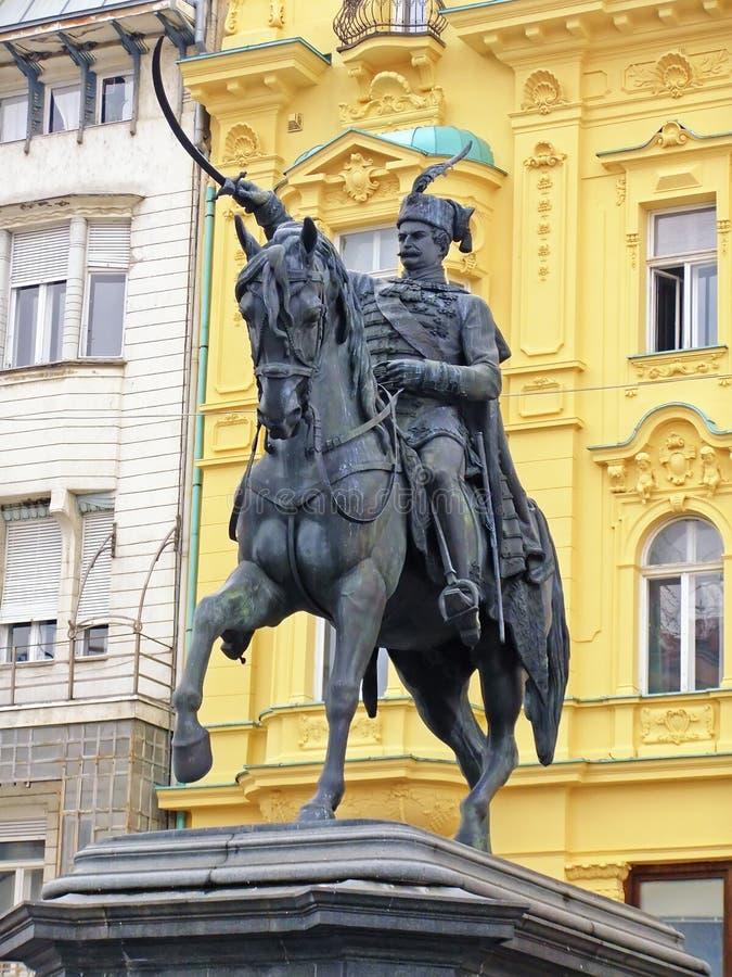 Vieti la statua di Jelacic, il quadrato di Jelacic, Zagabria fotografia stock libera da diritti