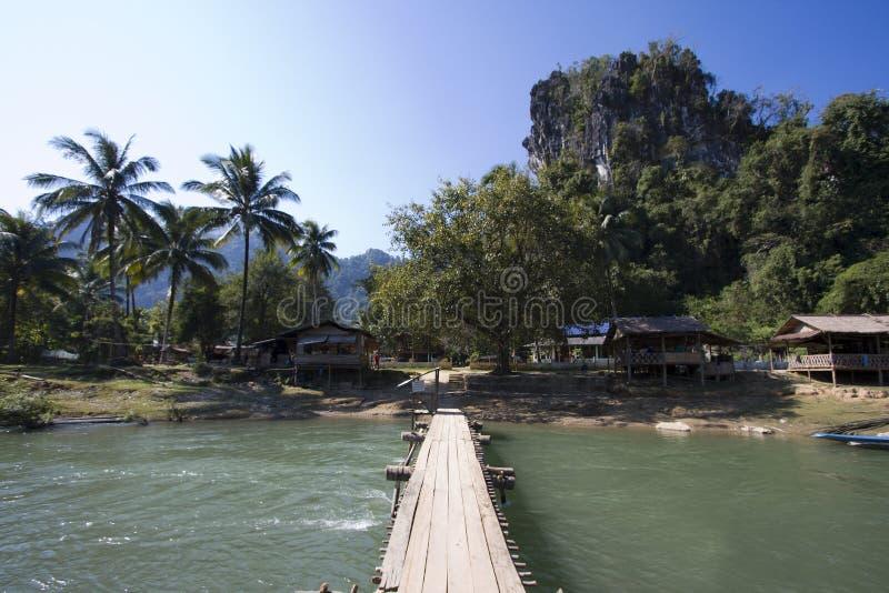 Vieti Phatang, Nam Song River e la scogliera, Lao People Democratic Republic fotografie stock libere da diritti