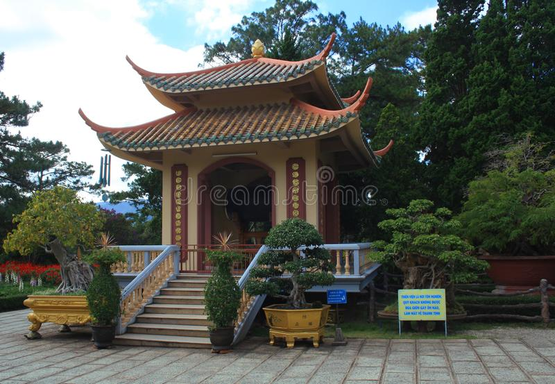 Vietnã, Dalat-7 de dezembro de 2019 Thien Vien Truc Lam templo monastério Da Lat, Vietname foto de stock royalty free