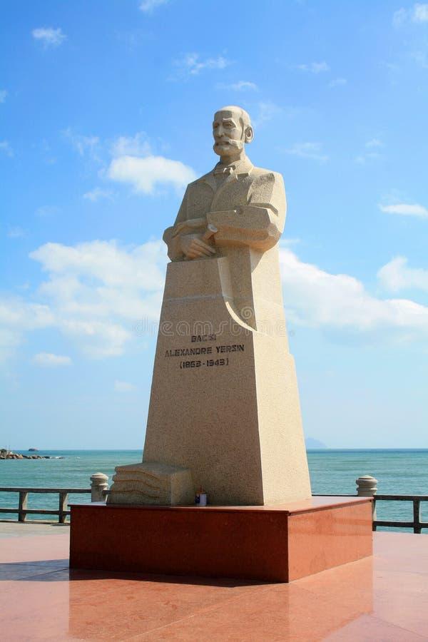 Vietnã, Nha Trang - 11 de dezembro de 2019-Alexandre Emile Jean Yersin Monument no centro de Nha Trang fotos de stock royalty free