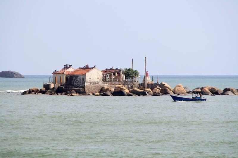 Vietnã, Nha Trang-11 de dezembro de 2019-Homes em Ilhas no Mar Vista da costa de Nha Trang Vietnã, Nha Trang-11 de dezembro fotografia de stock royalty free