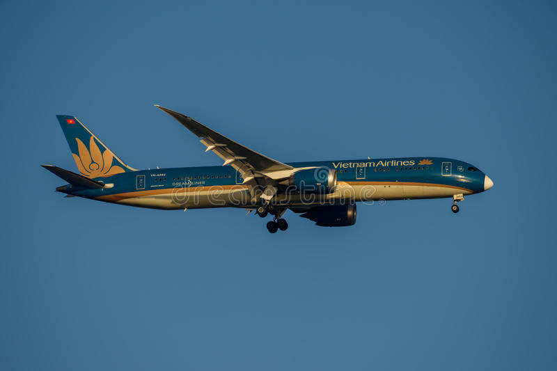 Vietnam Airlines Boeing 787 Dreamliner on Final approach to Sydney Airport on Tuesday 23 May 2017 royalty free stock photo