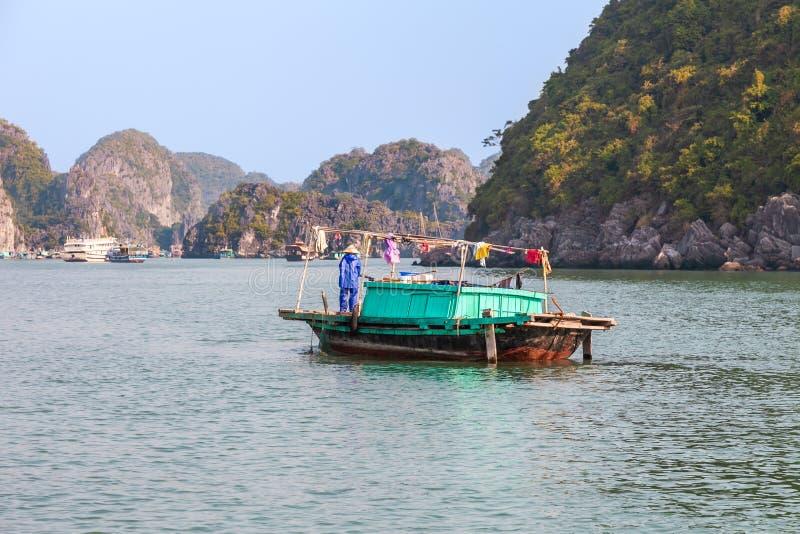Vietnam, barcos largos de la bahía de la ha fotos de archivo libres de regalías