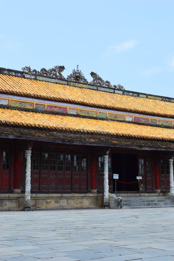 Vietnam - Farbe - innerhalb der Zitadelle - königliches Gebäude lizenzfreie stockfotografie