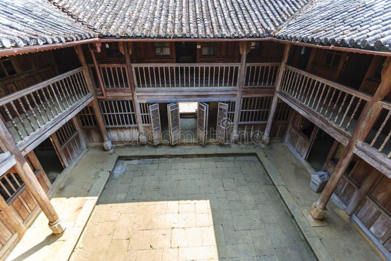Vietnam gammalt hus arkivbilder