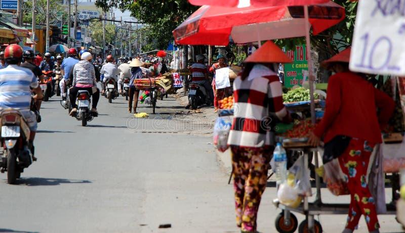 Vietnam gatamarknad Vanlig varm dag i Saigon royaltyfri bild