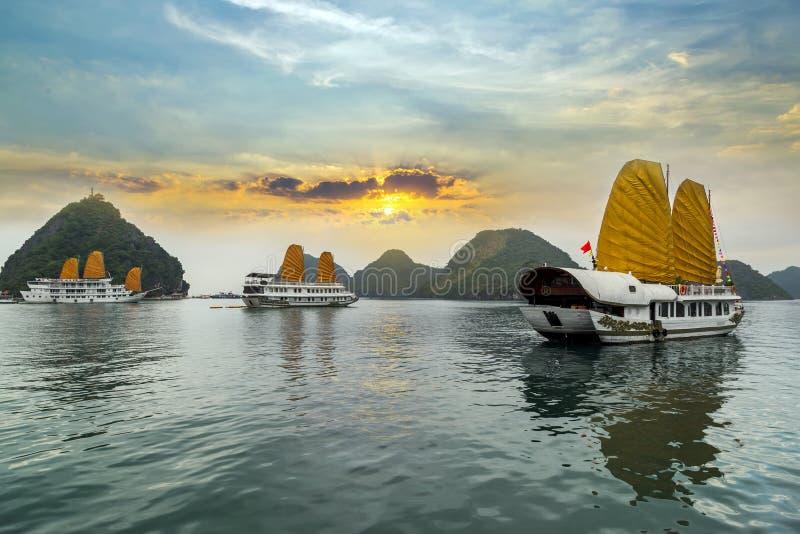 Vietnam ha long bay zdjęcia stock