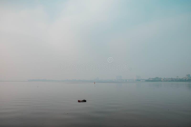 Vietnam, Hanoi die - door de dijk lopen royalty-vrije stock afbeeldingen