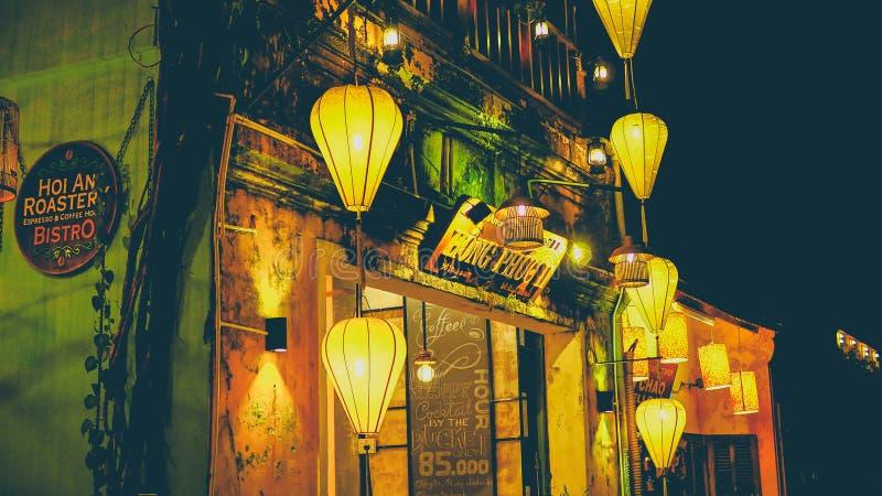/VIETNAM HOI, im August 2017 - bunte Laternen an der Marktstraße von Hoi An Ancient Town, UNESCO-Welterbestätte vietnam lizenzfreie stockbilder