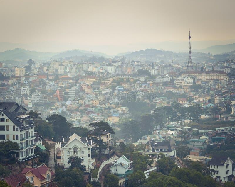 Vietnam liten cityscape f?r Paris Da Lat H?rlig sikt av Dalat, Vietnam fotografering för bildbyråer