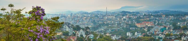 Vietnam liten cityscape f?r Paris Da Lat H?rlig sikt av Dalat, Vietnam panorama arkivfoto